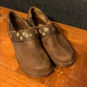 Ariat brown leather clogs mules size 8B